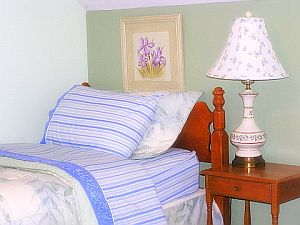 Cape Cod Holiday Rental - Twin Beds as King